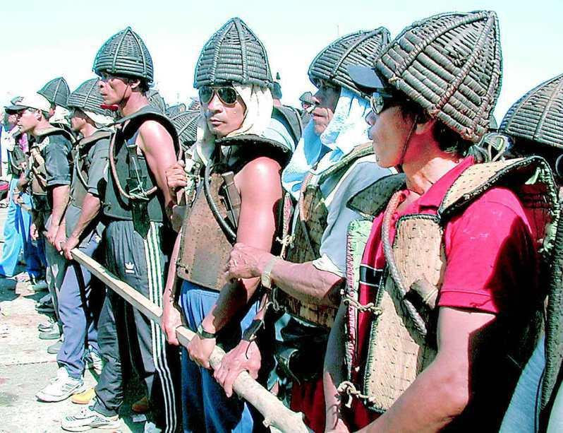 蘭嶼反核自救會主動安排糾察隊維持秩序,控制鄉民情緒,平和抗爭。圖/聯合報系資料照片
