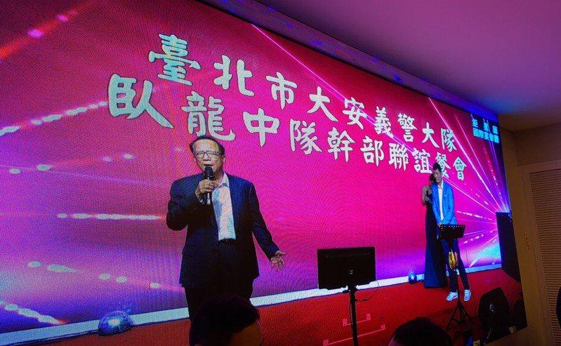 台北市警局長陳嘉昌昨晚參加大安義警大隊臥龍中隊餐敘遭人潑蟑螂。圖/讀者提供。