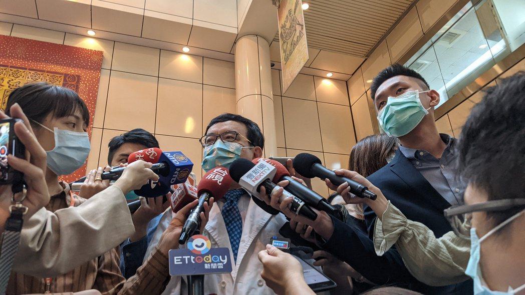 台大兒童醫院院長、台灣感染症醫學會名譽理事長黃立民。記者邱宜君/攝影