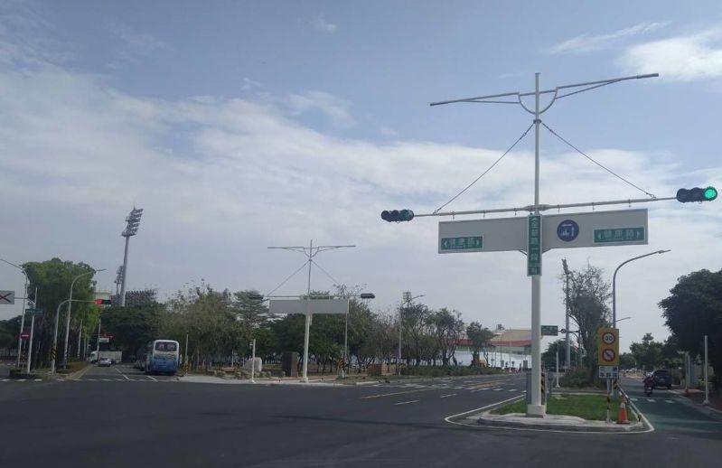 斥資3億6千餘萬元的台南市新營區長榮路及金華路優化工程,歷經一年餘施工,已在上月底完工,圖為金華路一段街景。圖/台南市政府