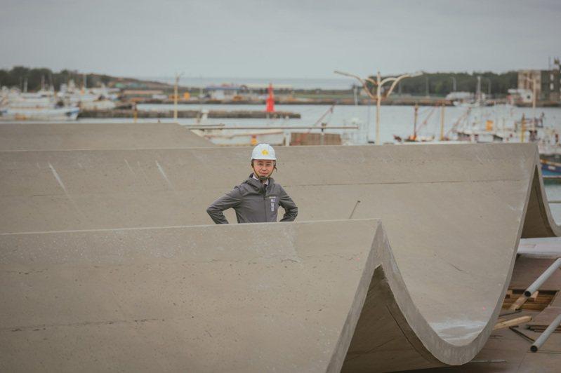 新竹市府推動新竹漁人碼頭改造計畫,投入1.3億元打造「海波浪狀」大棚架。圖/新竹市政府提供