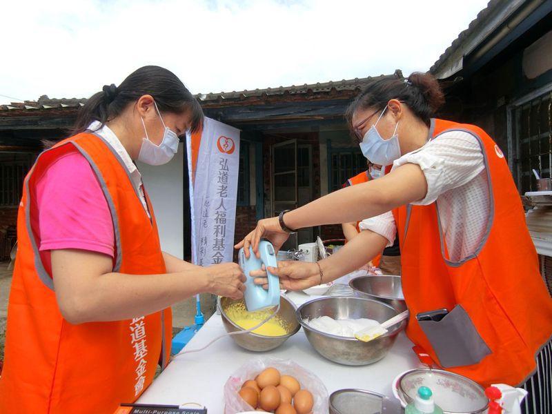 家庭照顧者透過活動放鬆身心。圖/弘道嘉義服務處提供