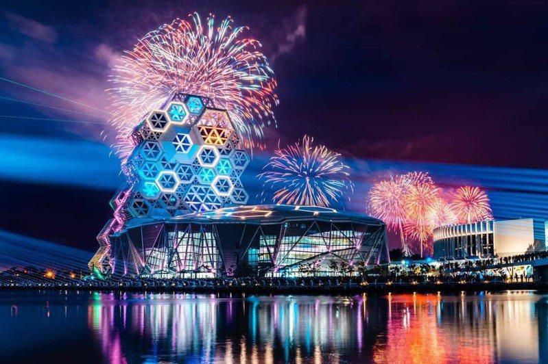 台灣燈會暌違20年再度重返高雄,「2022台灣燈會」在高雄將首創愛河灣及衛武營雙主場。圖/高市府提供