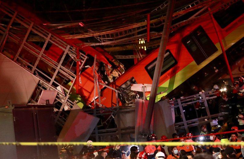 墨西哥市高架橋斷裂,導致行駛中的列車直接出軌墜地。歐新社