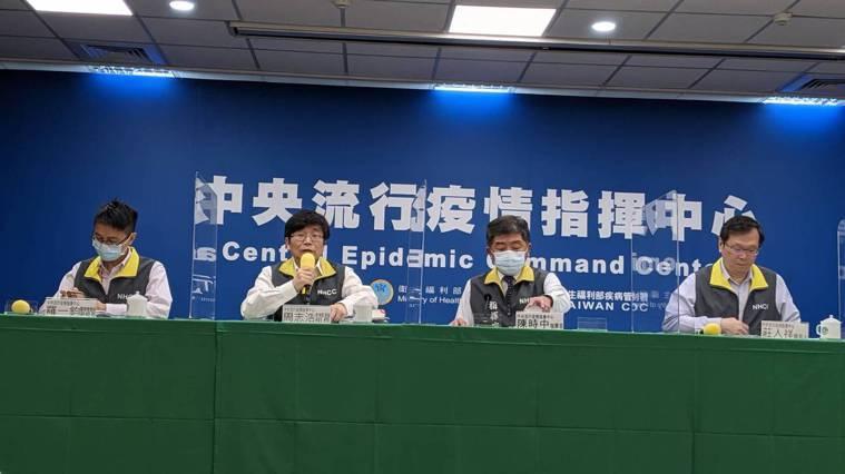 中央流行疫情指揮中心5月4日14時記者會出席名單由左到右為中央流行疫情指揮中心醫...