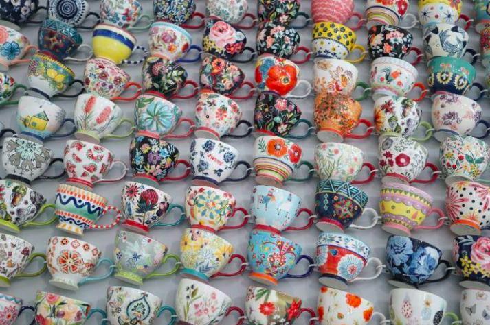 廣東省潮州擁有「中國瓷都」封號,受疫情影響,出口受阻,一些潮州陶瓷企業加快開拓大陸內需市場,調整銷量布局各占50%。圖取自百度圖庫