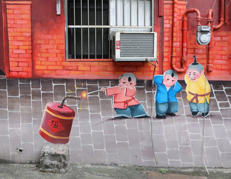 虛實結合的彩繪牆充滿許多有趣的細節。記者林澔一/攝影