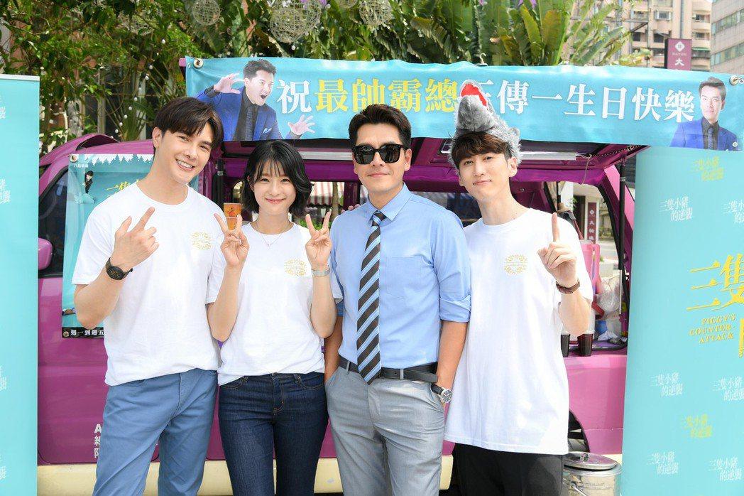 王傳一(右二)過生日,劇組演員謝佳見(左起)賴雅妍和孫沁岳幫忙慶生。圖/三立提供