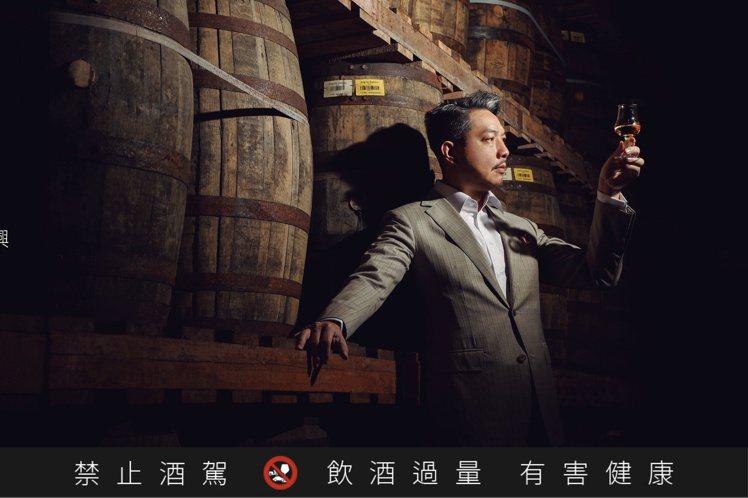 威士忌達人林一峰於5月起,在北中南舉行「3次蒸餾的新文藝復興」品飲會。圖/台灣三...