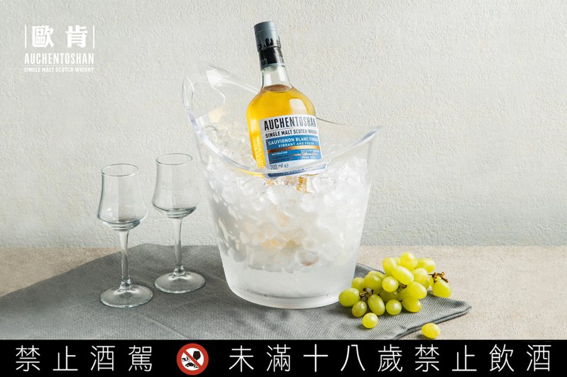 「3次蒸餾的新文藝復興」品飲會上,可以品飲到限定販售的「歐肯白蘇濃桶威士忌」。圖/台灣三得利提供。提醒您:禁止酒駕 飲酒過量有礙健康。