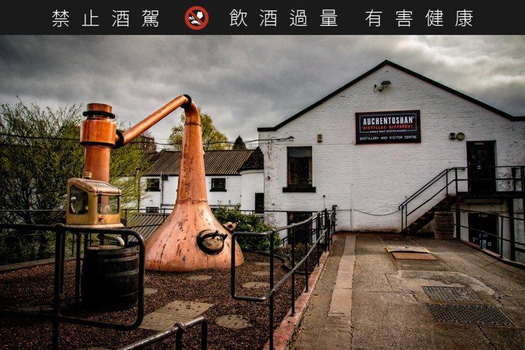 「3次蒸餾」不僅手續繁複,蒸餾後的酒液更僅剩十分之一。圖/台灣三得利提供。提醒您...