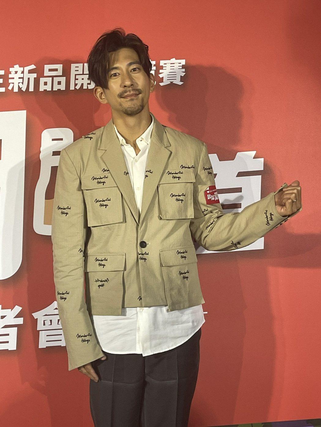 修杰楷用蓄鬍新造型出席活動。記者楊起鳳/攝影