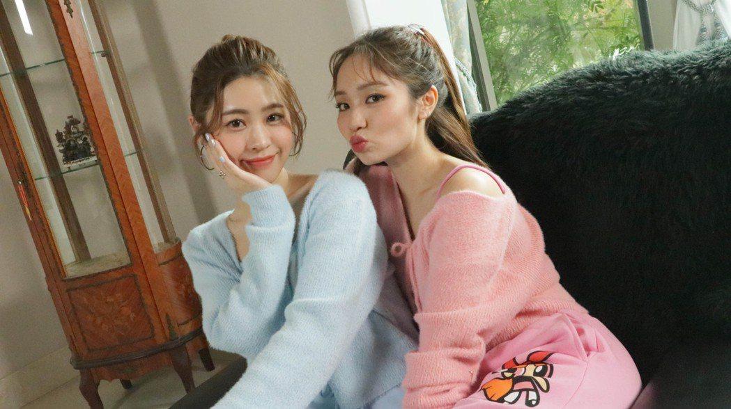 張語噥(左)與陳芳語首度合作對唱。圖/上城娛樂提供