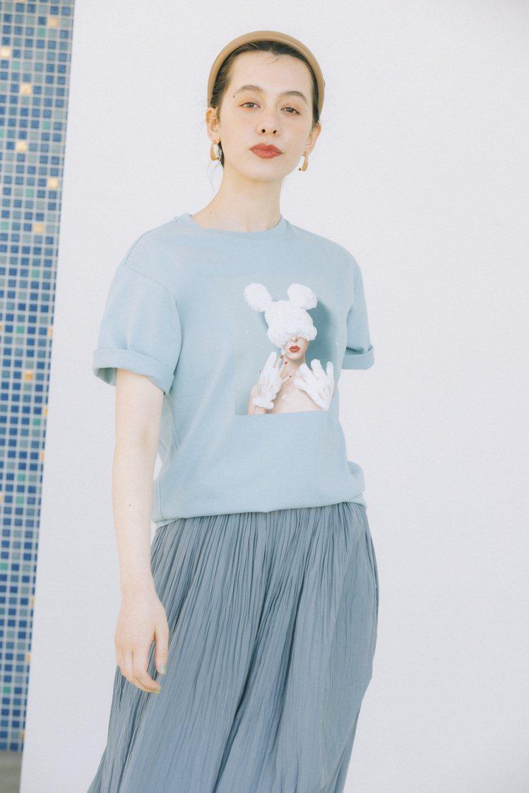 UNIQLO UT Disney art by Yuni UT印花T恤590元。...