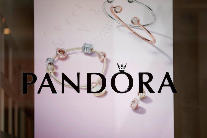 全球最大珠寶商Pandora 4日表示,將全面停止銷售天然鑽石。路透