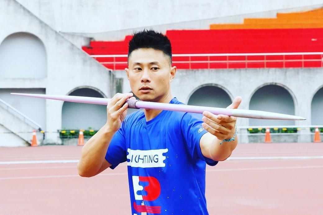 雖然體能不如年輕人,小刀仍全力以赴。圖/摘自臉書