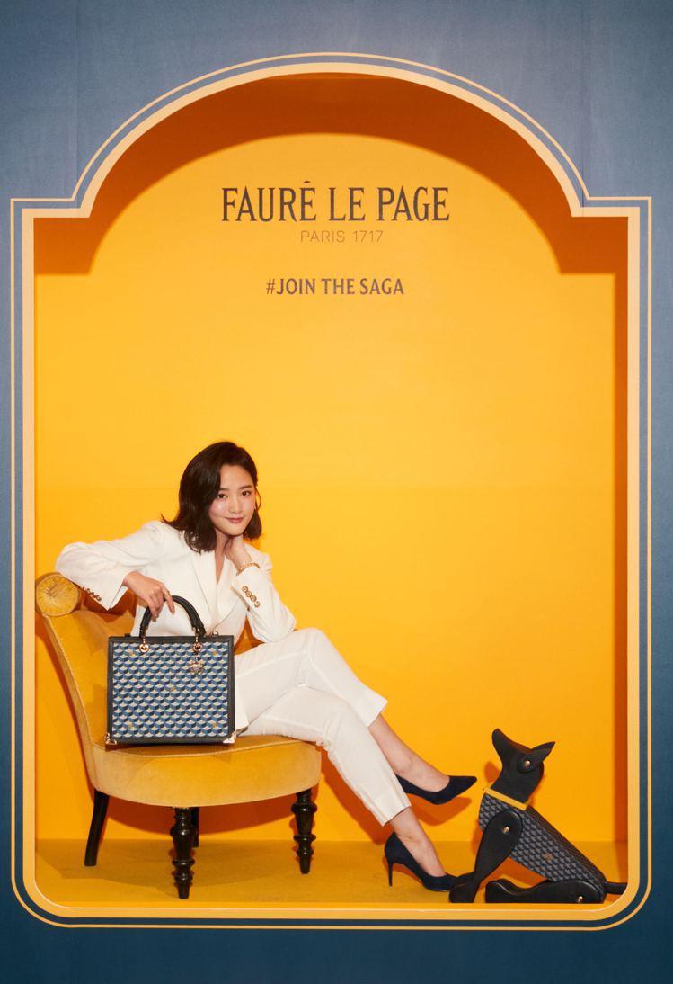 王淨演繹SAGA City 31手袋,67,300元。圖/Fauré Le P...
