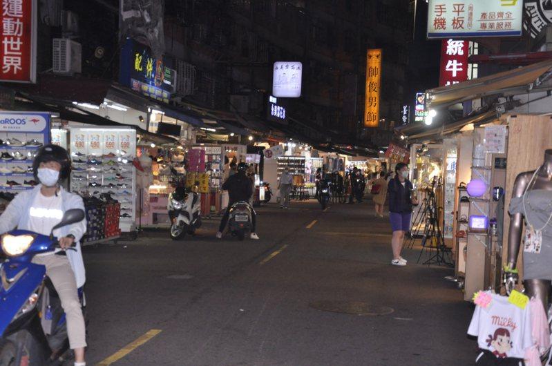 新北樂華夜市因新冠肺炎疫情,5月中就宣布暫停營業。記者張哲郢/攝影
