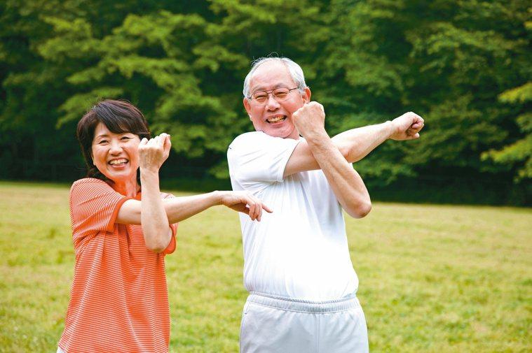 想要樂活老化,未來不失智、延緩失能,應加強生活「運動復能」,一周三次中高強度運動...