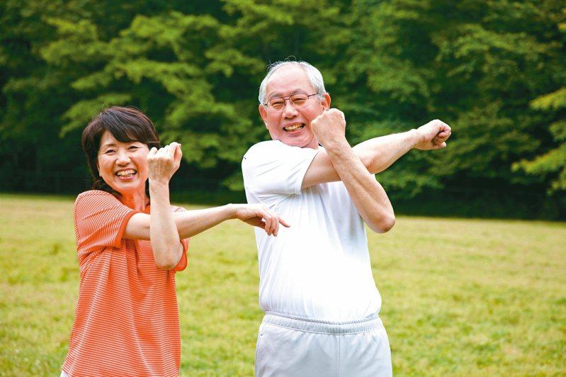 想要樂活老化,未來不失智、延緩失能,應加強生活「運動復能」,一周三次中高強度運動,維持身體健康。圖/123RF