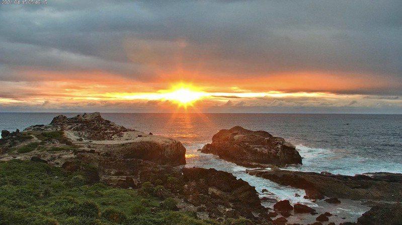 東管處在石梯坪建置花蓮海岸第一個4K即時影像系統,24小時不間斷放送東海岸美景。記者王燕華/翻攝