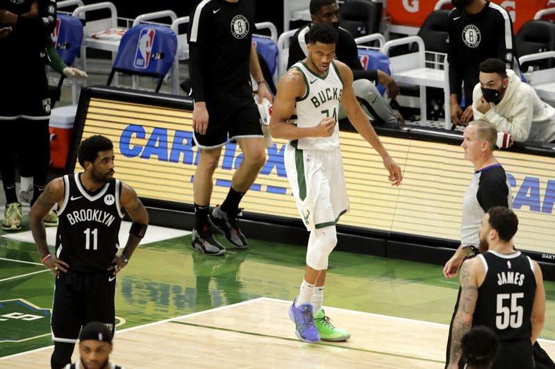 安戴托昆波連兩戰面對籃網都投進4記三分球,創生涯首見,他今天拿到36分12籃板4助攻。 美聯社