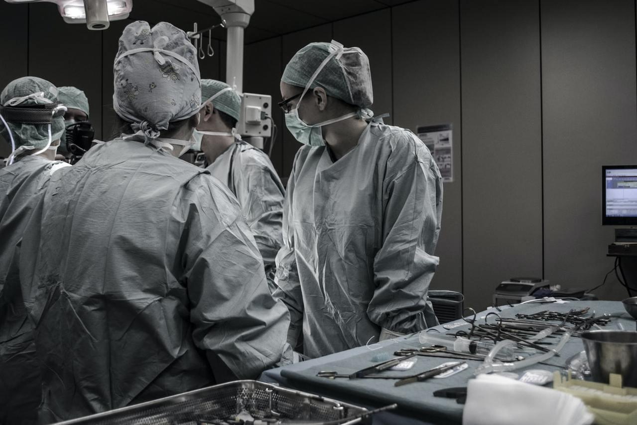 住院天數下降、新式治療/手術的創新(達文西手術、電腦刀、加馬刀、質子治療等),當...