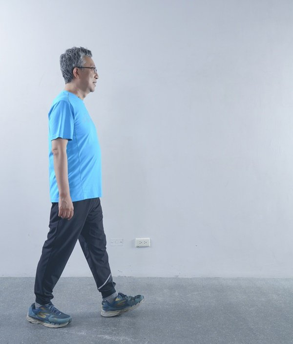 走路對於腿部的刺激並不大,不算肌力訓練。 圖/采實文化 提供