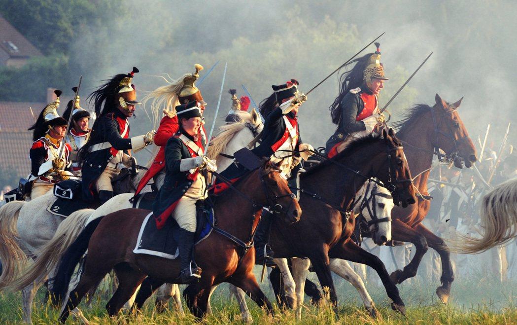 圖為2008年重現滑鐵盧之戰的歷史扮演活動。 圖/法新社