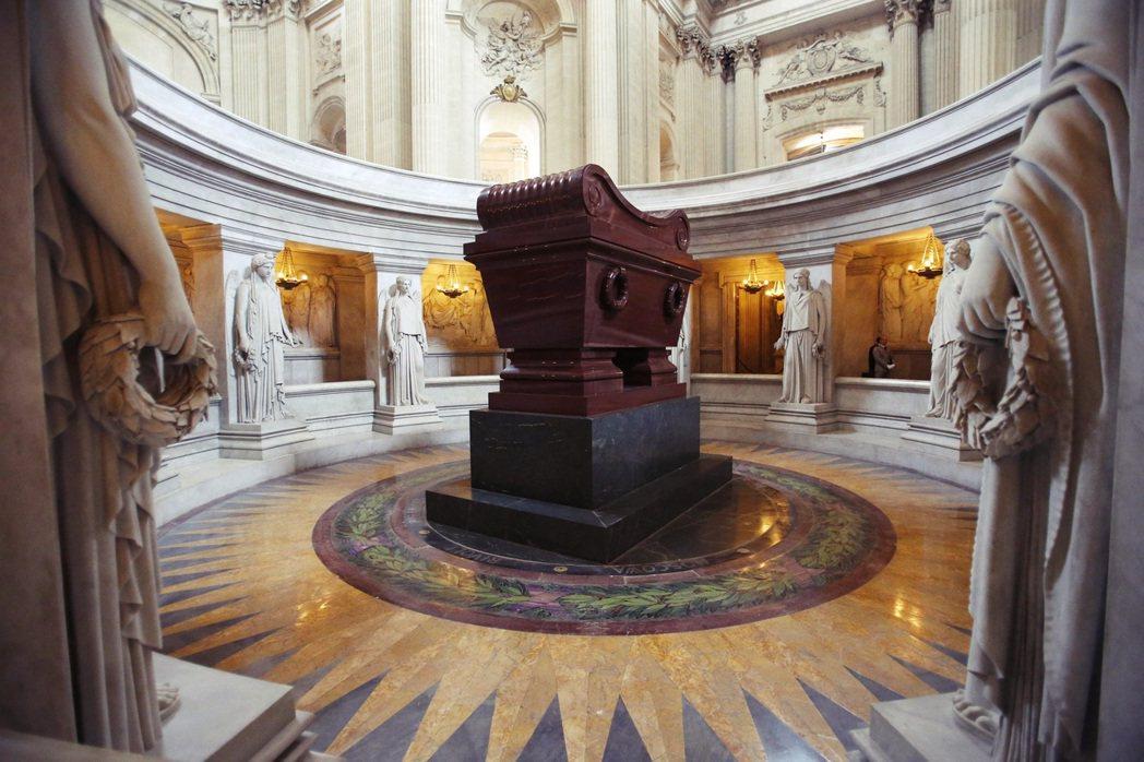 馬克宏對於國家歷史紀念儀式的熱衷,一部份也出於凝聚國家認同的一種政治需求,尤其是...