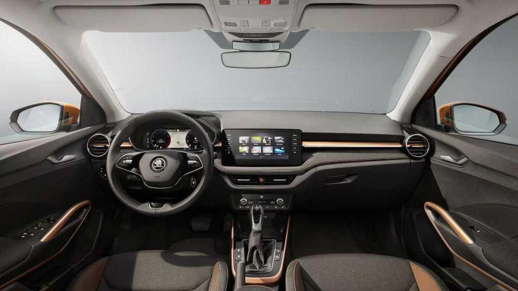 9.2吋懸浮式中控螢幕搭配10.25全數位儀表,提升車室科技感受。 圖/Skod...
