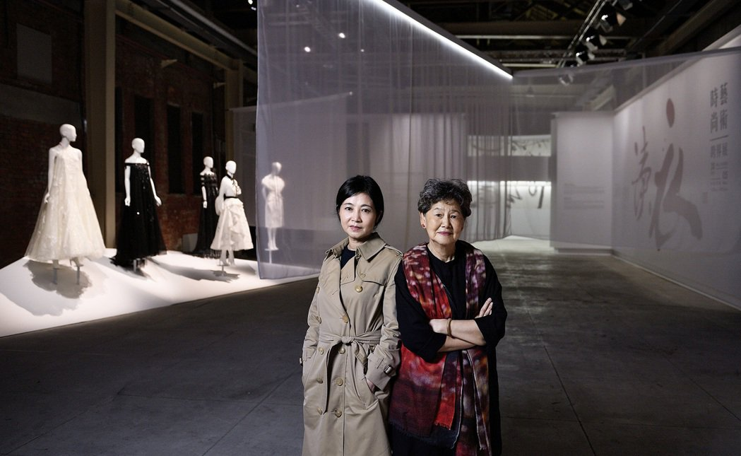 董陽孜(右)與讀衣共同策展人馮亞敏。圖/團團創新社提供