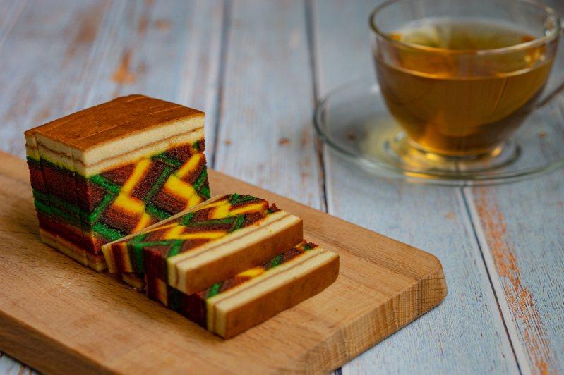 馬來西亞的砂拉越千層糕(kek lapis Sarawak)。(圖/Shutterstock)
