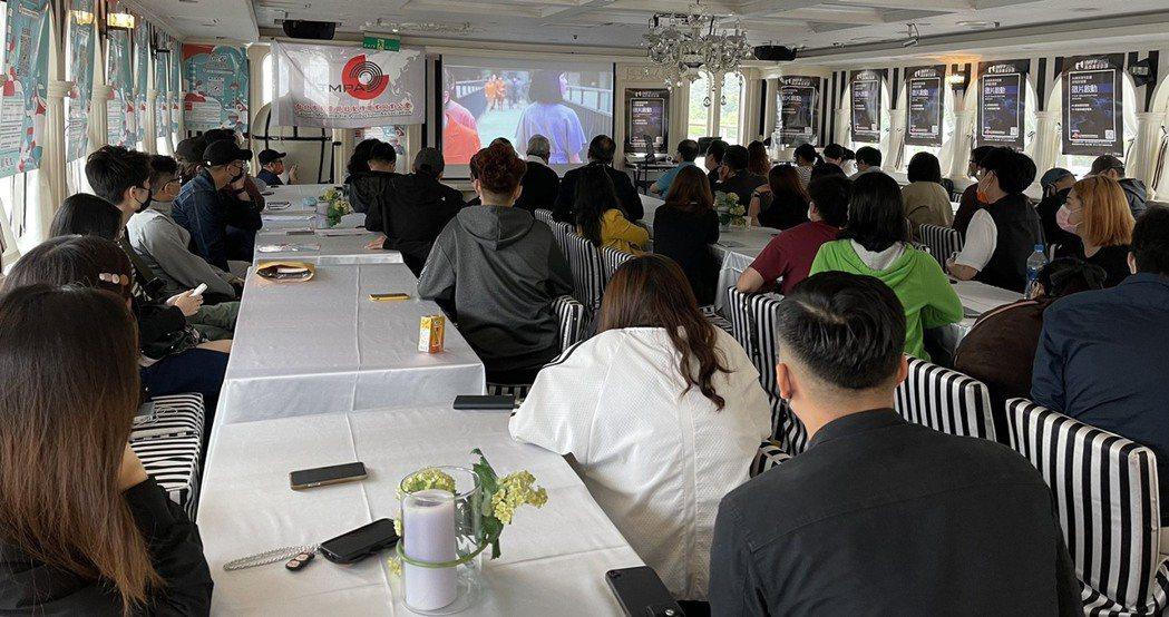 大專青年導演齊聚關渡碼頭上大河之戀皇后號上展開「影視青年交流營」活動。