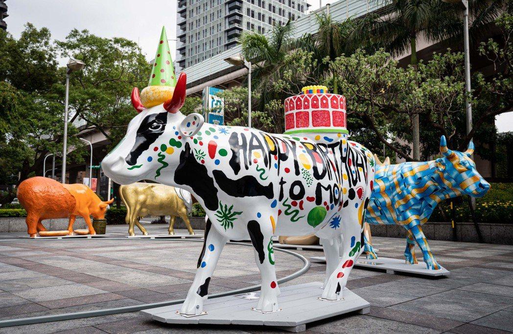 富邦藝術基金會自全球六千件作品中精選二十四座藝術牛作品,藉由展覽傳遞歡樂活力與正...