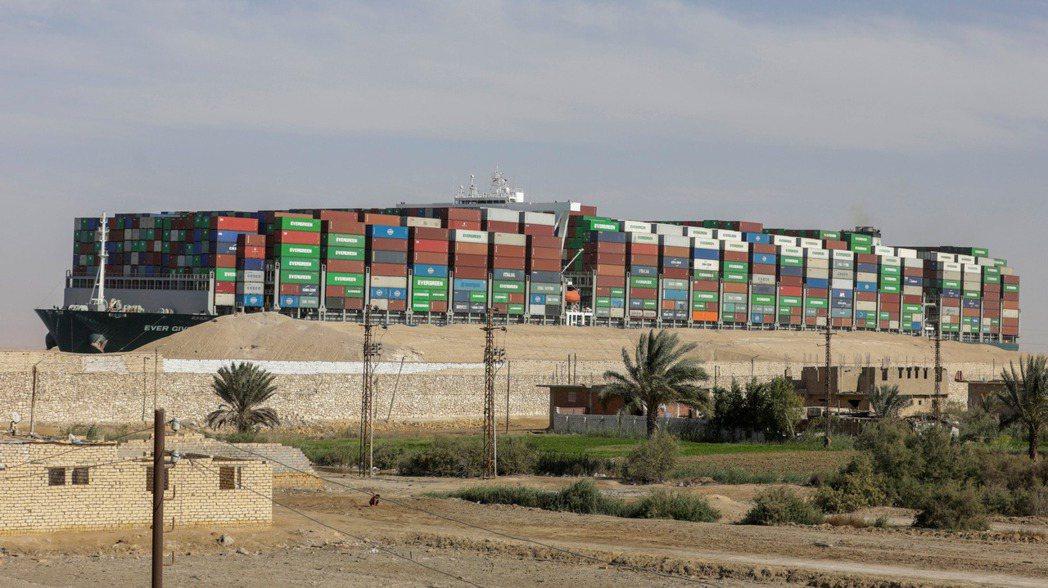 埃及法院仍禁止長賜號離境。(路透)