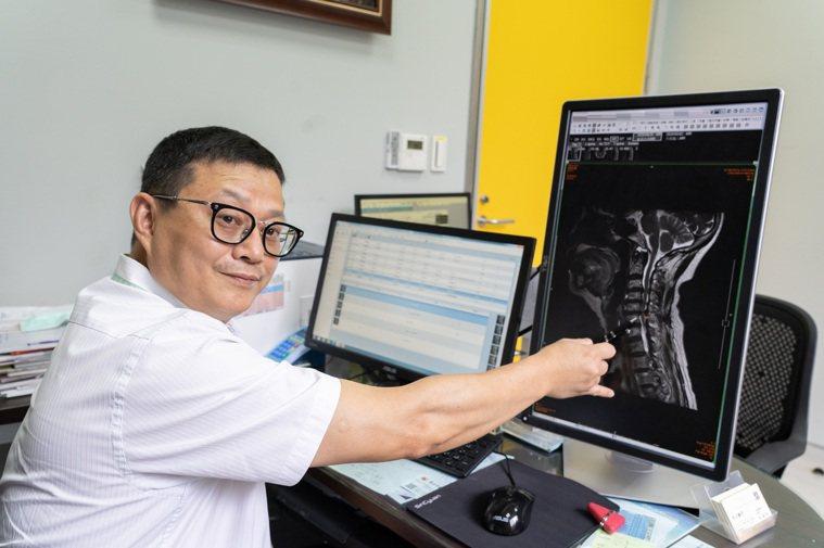 長安醫院經神經外科醫師李漢忠指出,後縱韌帶鈣化發病年齡層多在50歲至70歲,如有...
