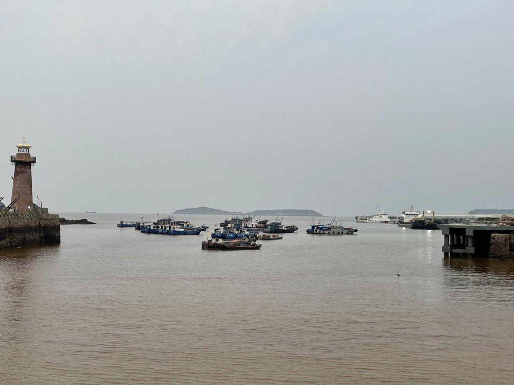 從下大陳島鎮區眺望港口,大陳島正在逐漸蛻變成一座生態旅遊島。記者林則宏/攝影