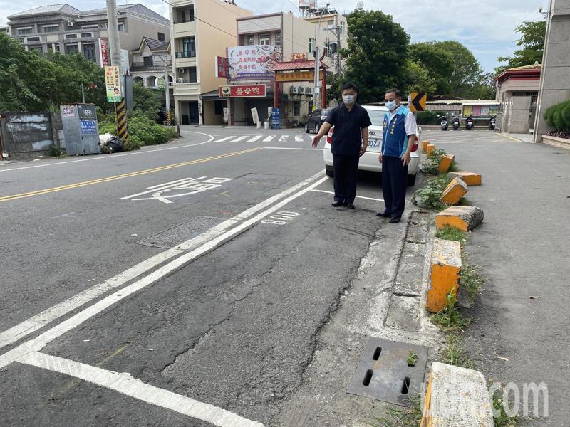 北斗鎮長李玄(左)說,北斗鎮將從5月10日起開始在重點路段實施路邊停車收費,設停車格收費最重要目的是為改善交通,降低交通意外發生率。記者林宛諭/攝影