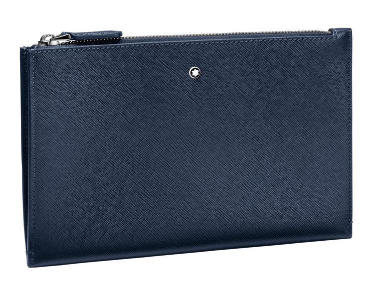 萬寶龍匠心系列小型手拿包藍色款,17,400元。圖 / 萬寶龍提供。