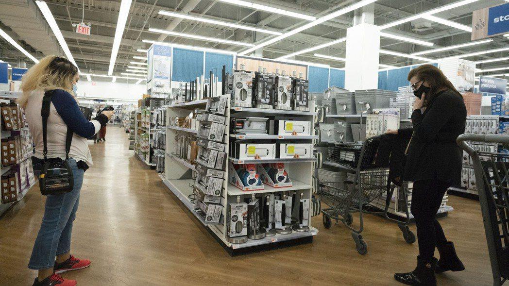 通膨跡象正在加劇,多家廠商宣布調漲產品價格。美聯社