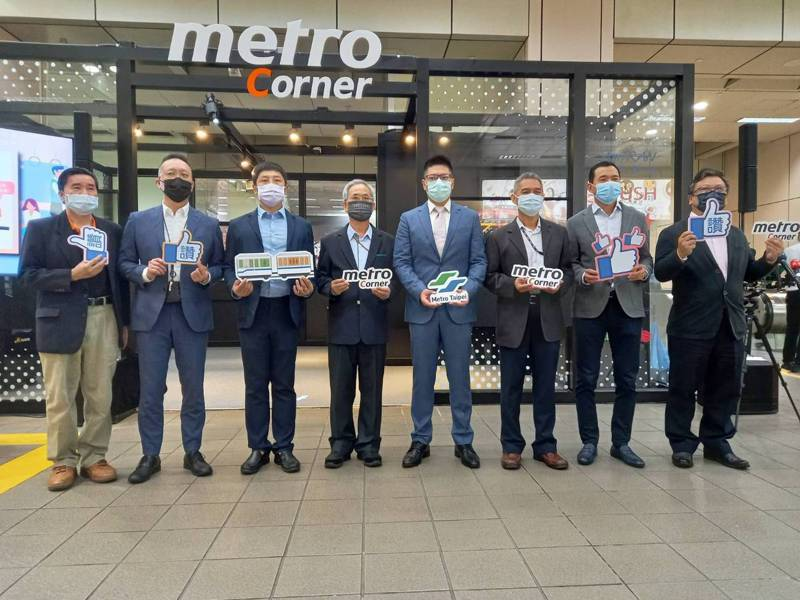 國內軌道業首座「Metro Corner科技創新空間」,即日起在捷運文湖線忠孝復興站正式啟用。圖/北捷提供