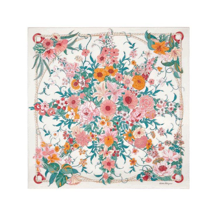 象牙白印花造型絲巾,15,500元。圖/Salvatore Ferragamo提...
