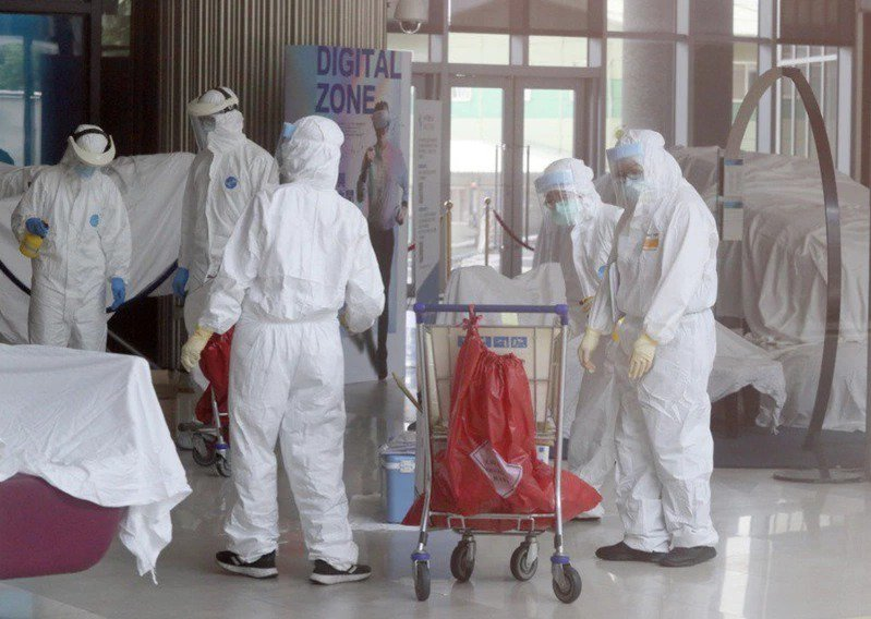 華航機師及諾富特飯店群聚疫情擴大,該飯店作為防疫旅館卻也可同時接一般客,引發爭議...