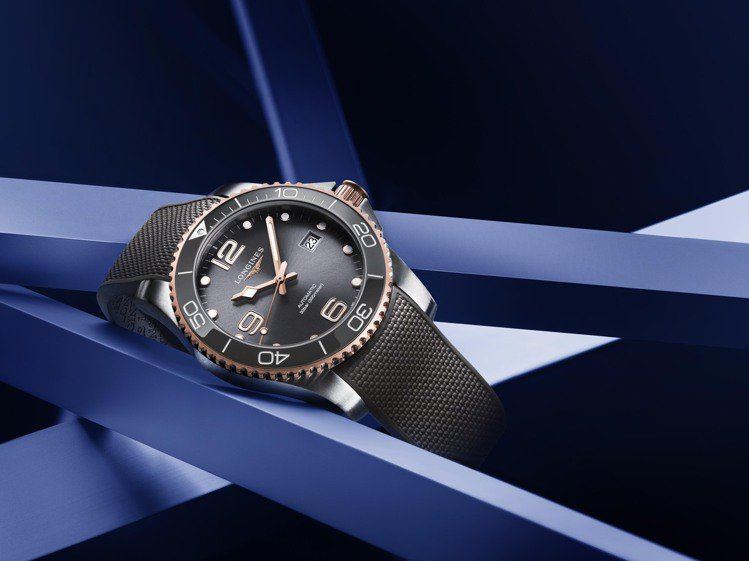 HydroConquest深海征服者系列,今年帶來黃金或玫瑰PVD款,讓深潛、閃...
