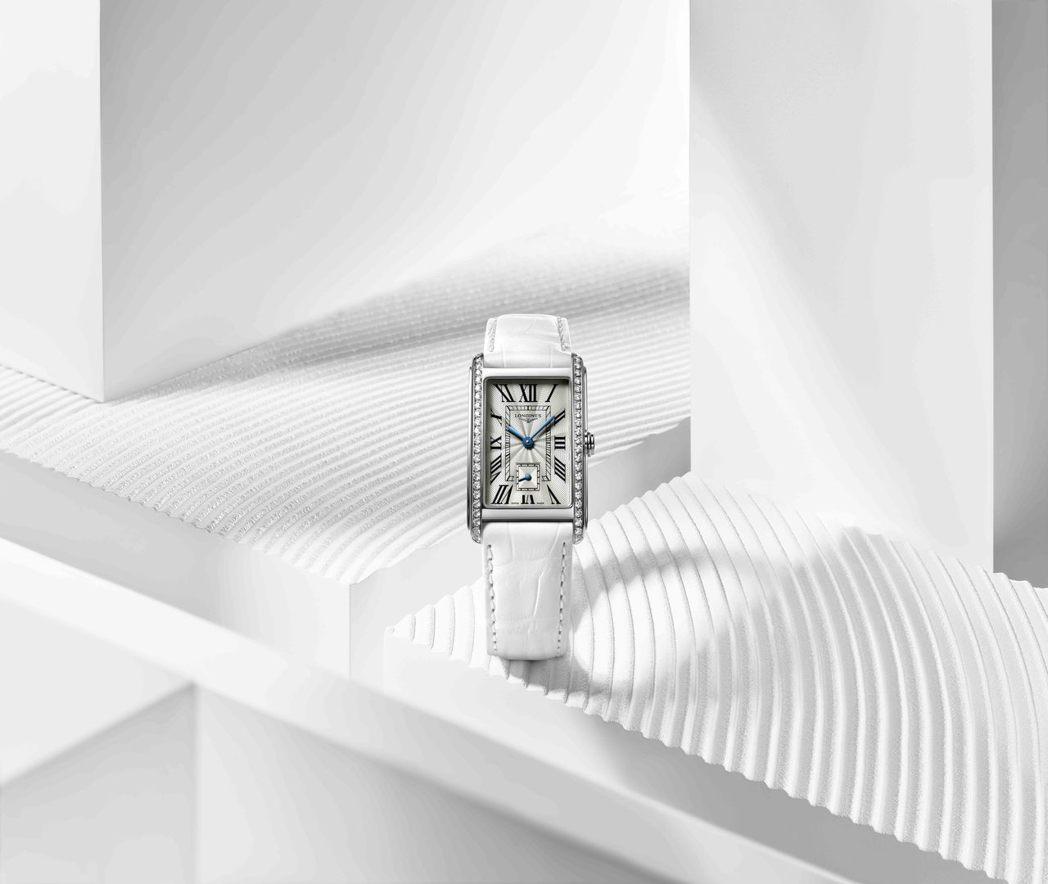 DolceVita多情系列女性鑽表,修長、方形的表殼,搭配軌道式刻度,帶來優雅的...