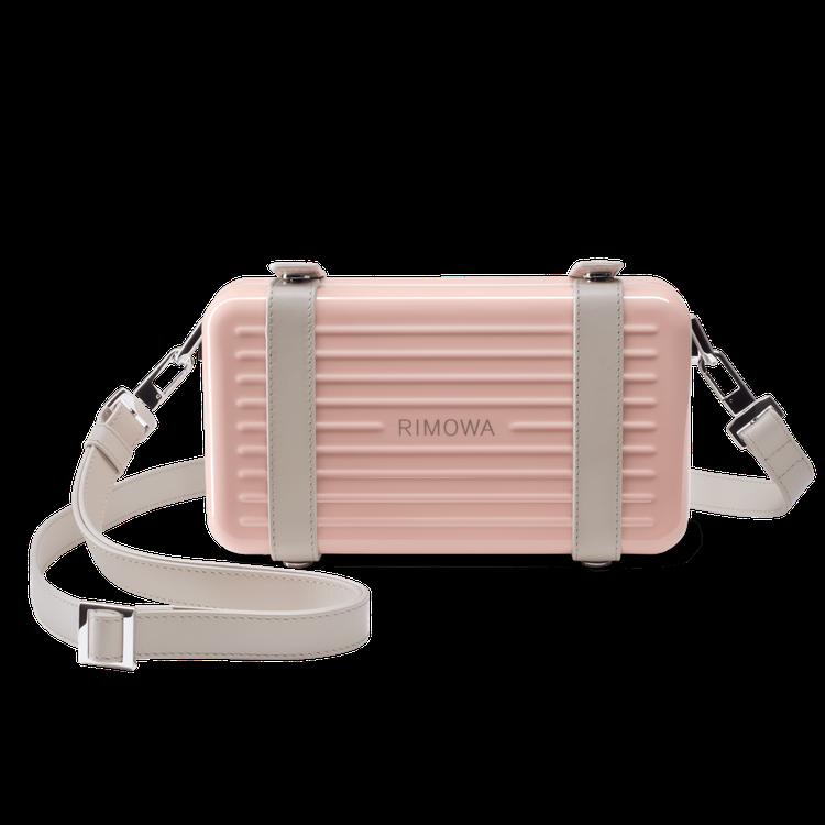 RIMOWA Personal中性硬殼斜揹包41,400元。圖/RIMOWA提供