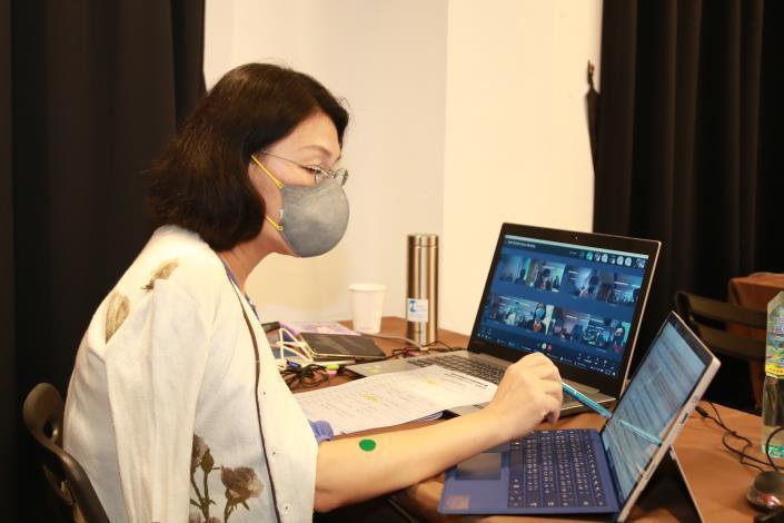 台南市府與外貿協會台南辦事處合作辦理線上拓銷團,透過遠端視訊方式,與7國22位專...