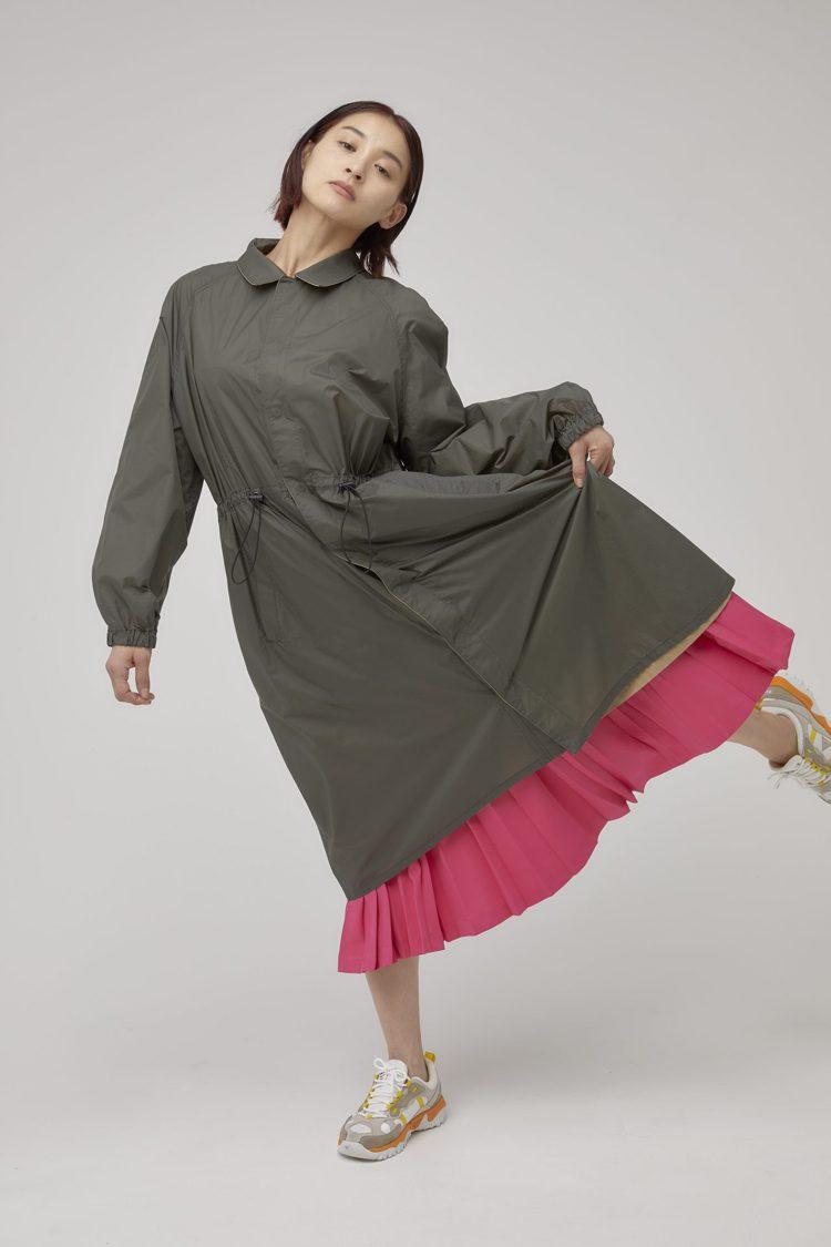 ZUCCa雙色機能長版大衣20,600元、壓褶長裙10,600元。圖/ZUCCa...