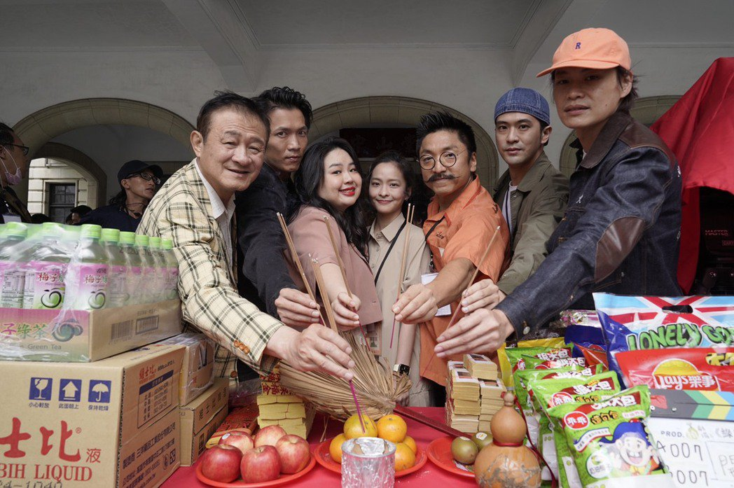 陳慕義(左起)、黃尚禾、大文、葉星辰、導演北村豐晴、顏毓麟、黃鐙輝出席新戲「綠島